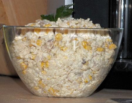 Sałatka z kurczakiem, pieczarkami i ryżem