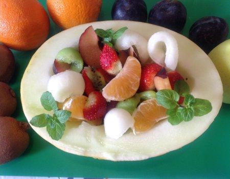Salatka owocowa w melonie