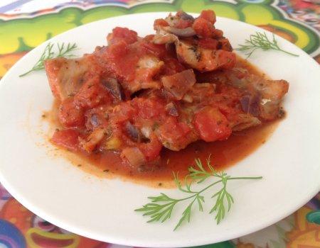 Ryba duszona w sosie pomidorowym