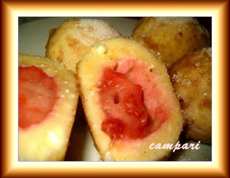 Serowe knedle z truskawkami