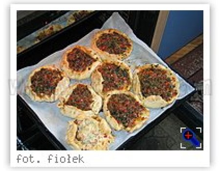 Mięso mielone w placku po turecku