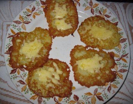 Placki ziemniaczane z żółtym serem