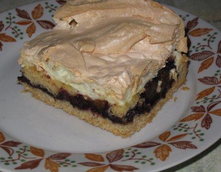 Kruche ciasto z czarną porzeczką i bezą