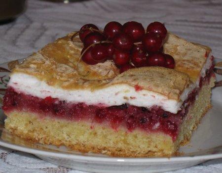 Kruche ciasto z porzeczkami i z bezą