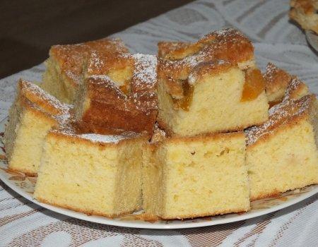 Błyskawiczne i puszyste ciasto z brzoskwiniami, które zawsze się udaje