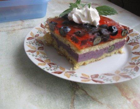 Ciasto biszkoptowe z musem borówkowo-serowym i galaretką