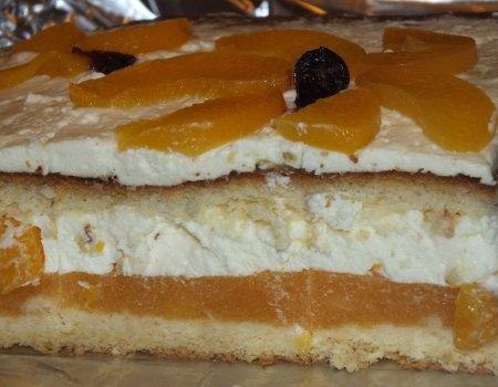 Ciasto brzoskwiniowo-śmietankowe na biszkopcie