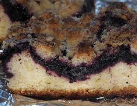 Ciasto drożdżowe z aronią lub czarną porzeczką