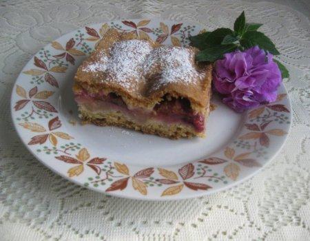 Kruche ciasto ze śliwkami i jabłkami