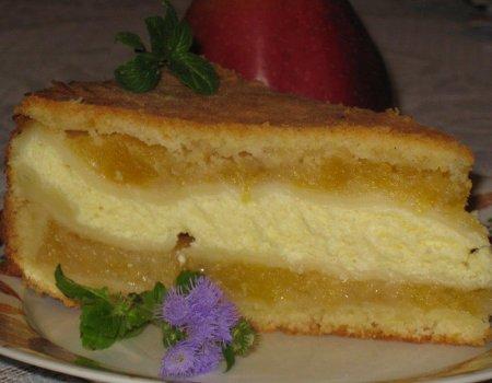 Miękki i aromatyczny przekładaniec jabłkowo-serowy