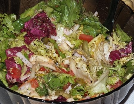 Zdrowa sałatka z kolorowej sałaty
