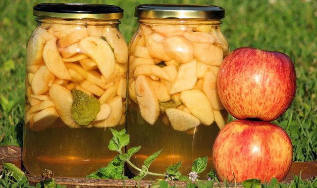 Aromatyczny kompot z jabłek