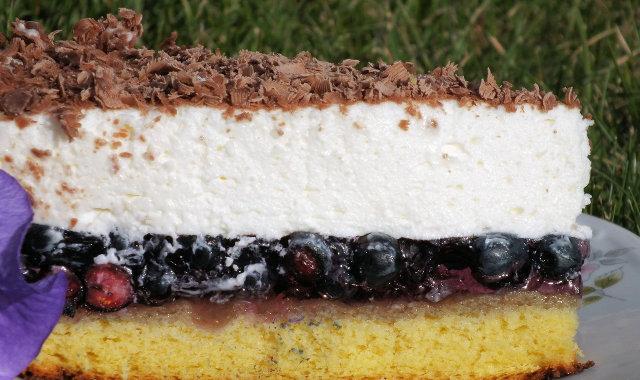 Ciasto jagodowe z bitą śmietaną