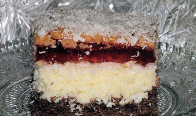 Ciasto kokosowe z galaretką w lekkim zimowym puchu ;)