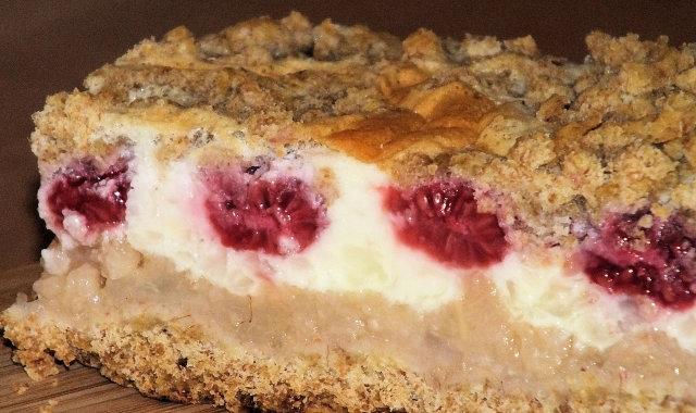 Ciasto z masą gruszkową i budyniową na kruchym pełnoziarnistym spodzie