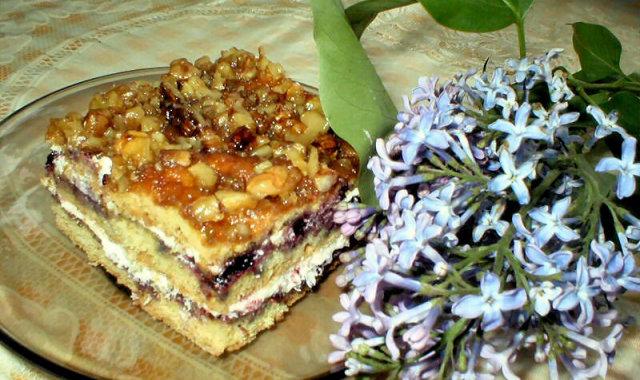 Ciasto z miodem i orzechami