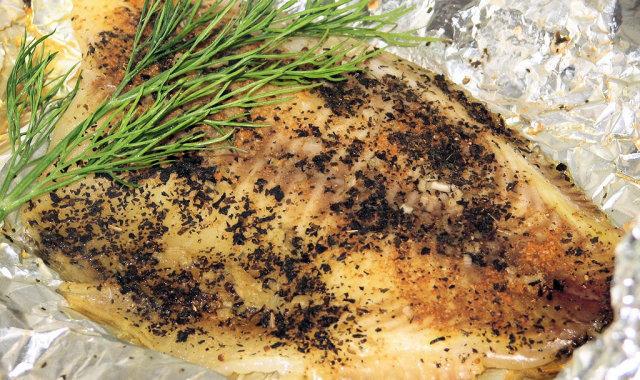 Delikatna rybka w koperkowo-czosnkowym sosie