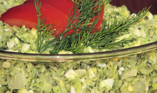 Dietetyczna brokułowa z jajkiem