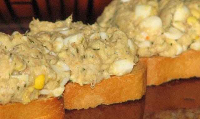 Dietetyczna pasta z wędzonej makreli i jajek