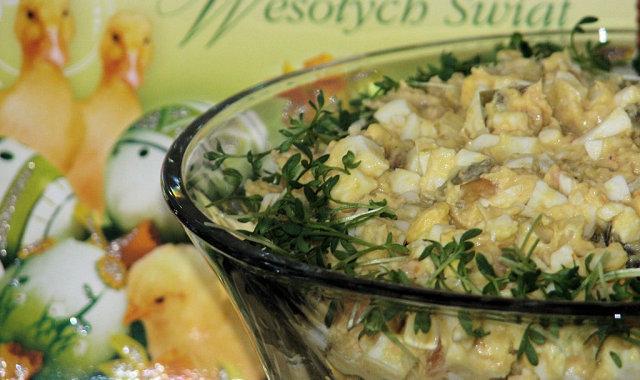 Dietetyczna sałatka jajeczna z wędzonym łososiem
