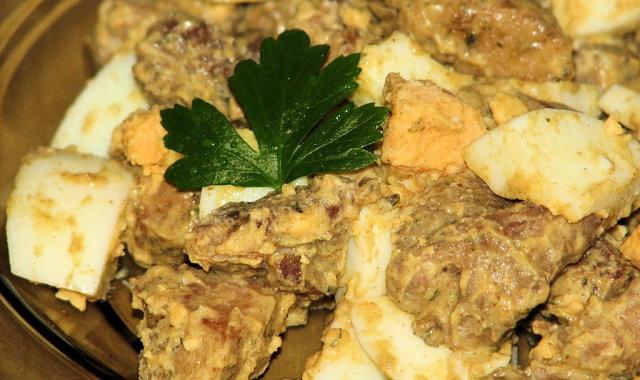 Dietetyczna sałatka z indyka i jajek