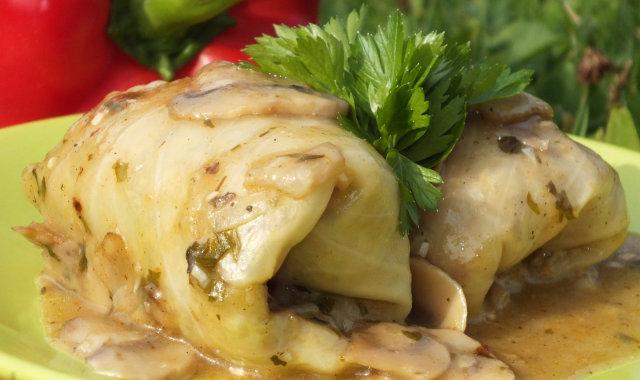 Gołąbki zapiekane w sosie pieczarkowym