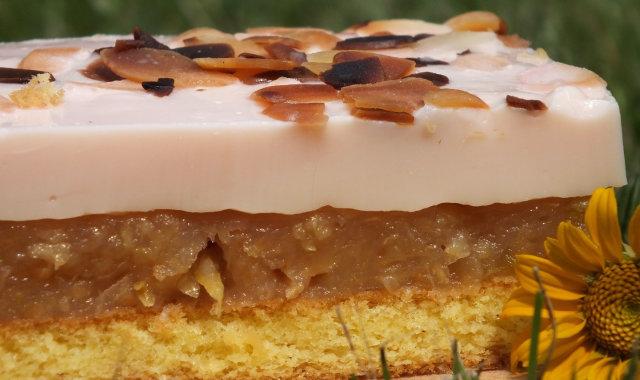 Jabłkowo-cukiniowe ciasto na biszkopcie