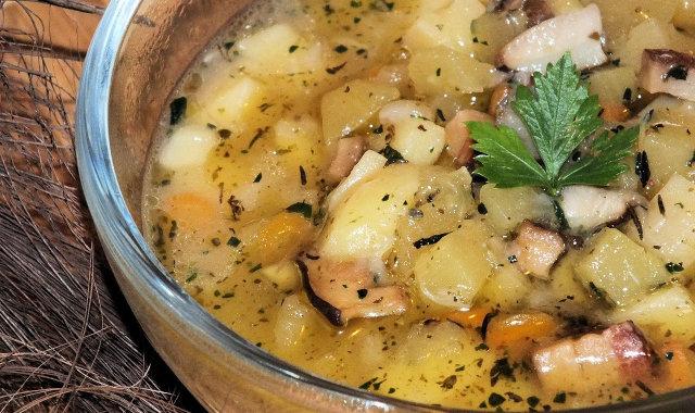 Miska pożywnej jesiennej zupy