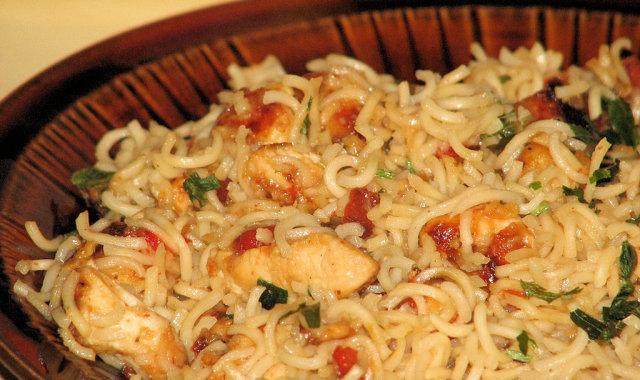 Kurczak po chińsku (z makaronem z zupek chińskich)