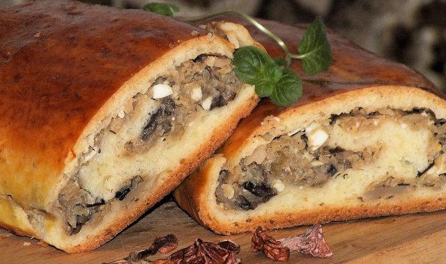 Kulebiak z białej kapusty i suszonych grzybów
