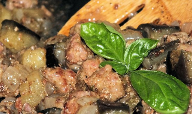 Kuleczki mięsne z bakłażanem w sosie własnym
