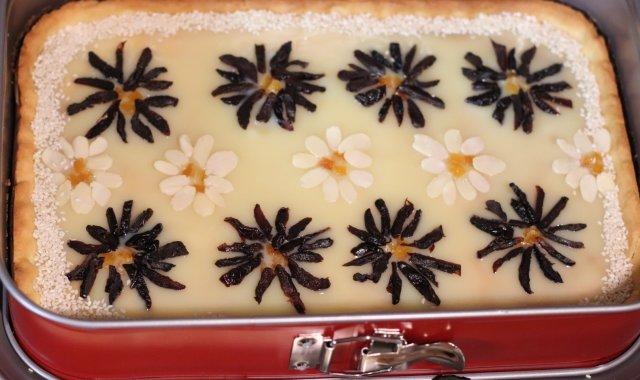 Mazurek z masą z białej czekolady