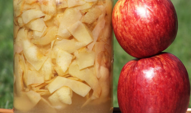 Ocet jabłkowy ze skórek z jabłek