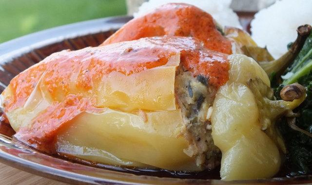 Papryka stożkowa faszerowana mielonym mięsem i cukinią