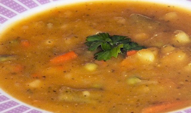 Przepyszna zupa jarzynowa zagęszczona dynią