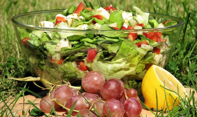 Sałatka z zielonej sałaty i mozzarelli