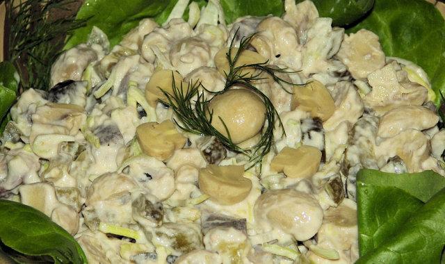 Śledziowo-pieczarkowa sałatka na Wielkanoc
