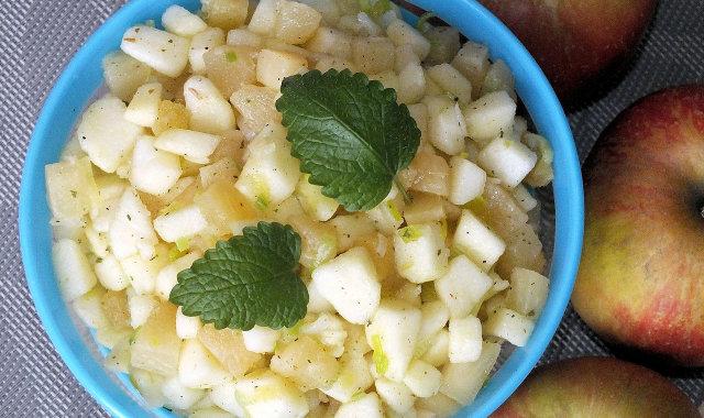 Surówka owocowa z ananasa i jabłek