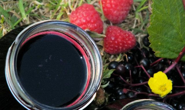 Syrop z owoców czarnego bzu i malin