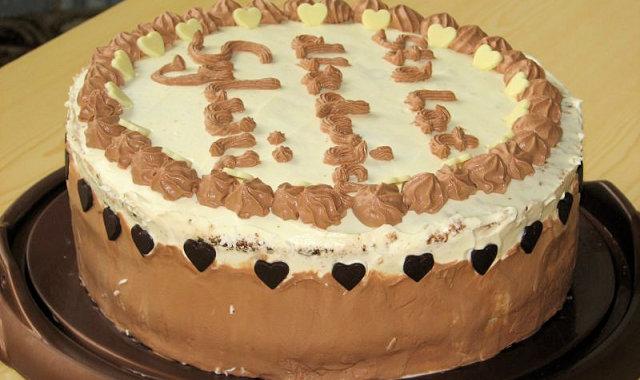 Tort śmietankowy z kokosowo-migdałową wkładką