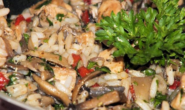 Wakacyjne danie z kurczakiem i ryżem