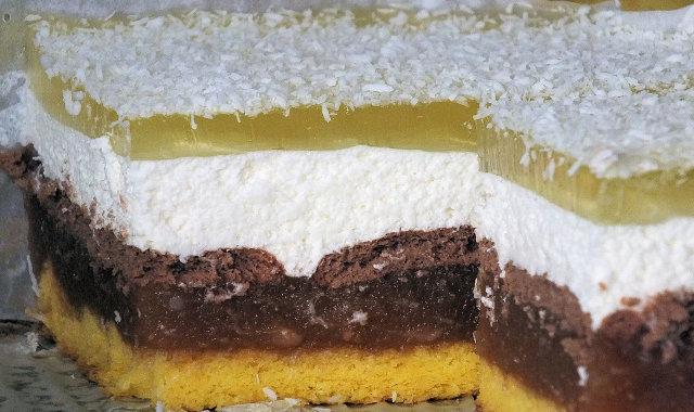 Warstwowe ciasto dyniowe ze śmietanką i galaretką