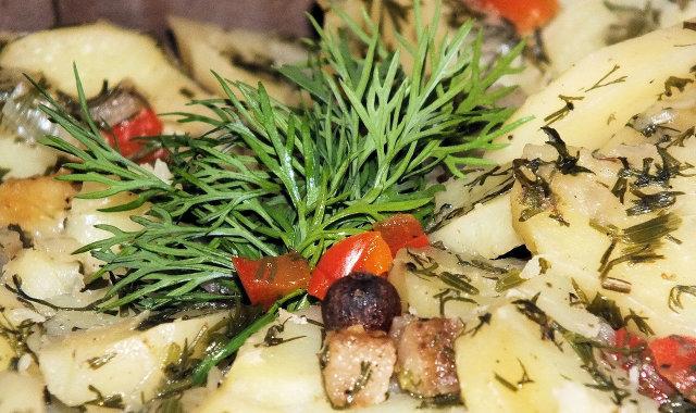 Zapiekanka ziemniaczana z papryką i koperkiem