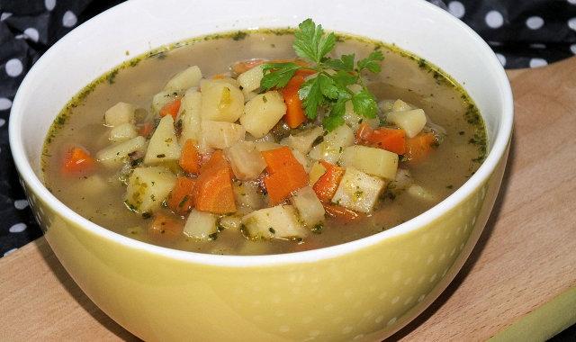 Zupa jarzynowa na wywarze z karpia