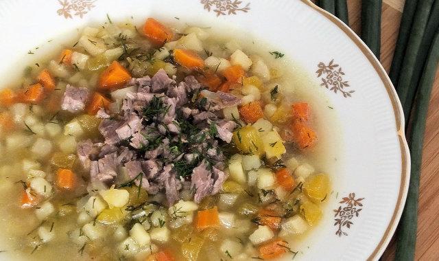 Zupa z cukinii na żeberkach