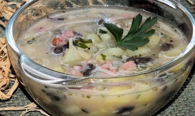 Zupa ziemniaczana z suszonymi grzybami