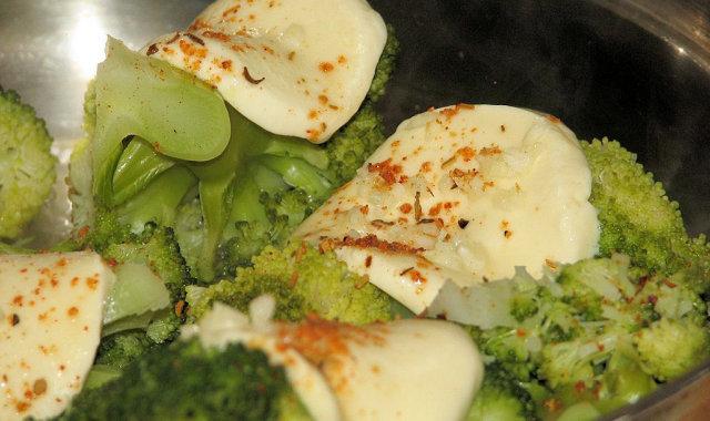 Brokuły pod mozzarellą