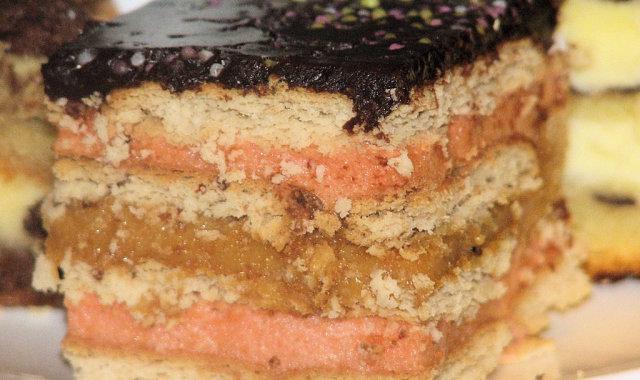Ciasto warstwowe z herbatnikami - szybkie i bez pieczenia