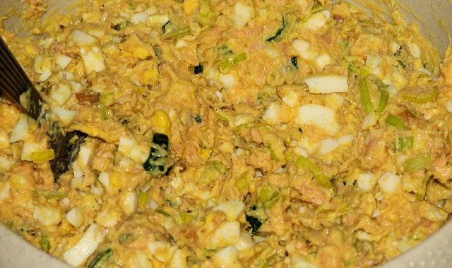 Lekka sałatka z łososiem i jajkami