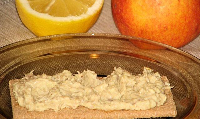 Pasta z wędzonej makreli i jabłka